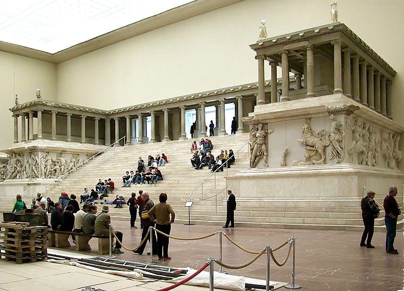 800px-pergamonmuseum_pergamonaltar